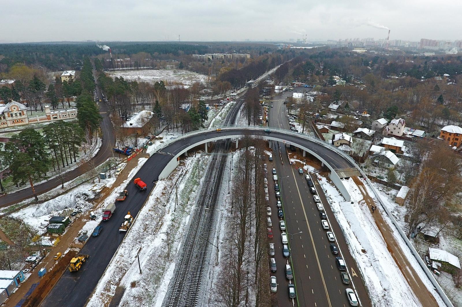 Переезд через железную дорогу в Переделкино