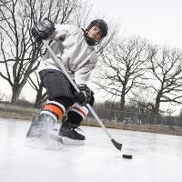 Жители поселения «Мосрентген» хотят, чтобы в их районе чаще играли в хоккей