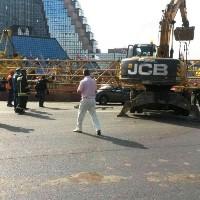Строительный кран упал на Калужское шоссе
