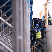 Завершены монолитно-бетонные работы на двух мостах через реку Сосенка на Калужском шоссе