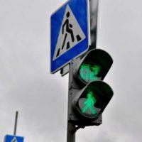 Светофор - Автобусные остановки и регулируемый пешеходный переход обустроили в поселении Сосенское в ТиНАО